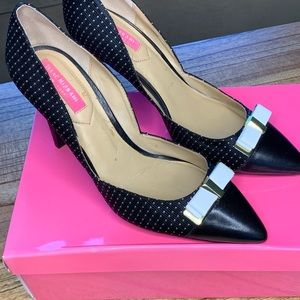 Isaac Mizrah heels with bow detail  size 8.5